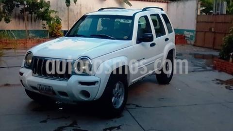 Jeep Cherokee Sport 4x2 usado (2002) color Blanco precio u$s2.300