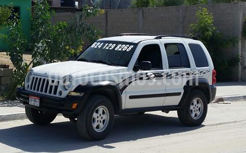 Jeep Liberty Limited 4X4 usado (2007) color Blanco precio $70,000