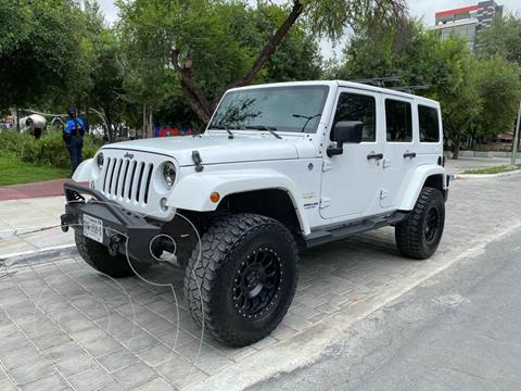 Jeep Wrangler Unlimited JK Sahara 4x4 3.6L Aut usado (2015) color Blanco precio $699,900