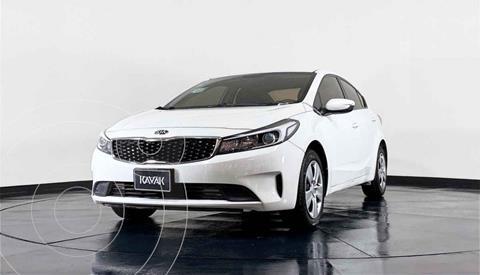 Kia Forte Sedan L usado (2017) color Blanco precio $199,999