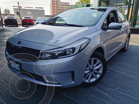 Kia Forte Sedan EX Aut usado (2017) color Plata financiado en mensualidades(enganche $68,250 mensualidades desde $4,900)