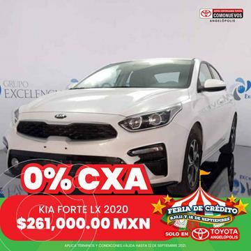 foto Kia Forte Sedán LX Aut usado (2020) color Blanco precio $261,000