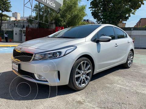 Kia Forte Sedan LX usado (2017) color Plata precio $198,000