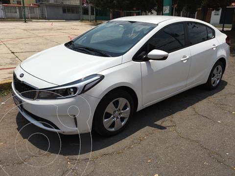 Kia Forte Sedan L usado (2018) color Blanco Perla precio $195,000