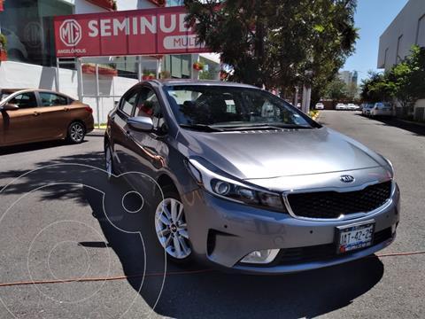 Kia Forte Sedan EX usado (2017) color Gris precio $215,000
