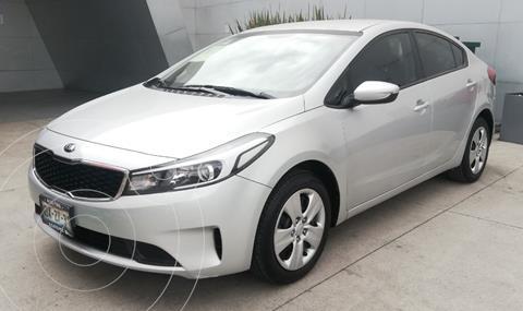 Kia Forte Sedan L usado (2018) color Plata Dorado precio $199,000
