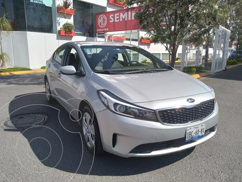Kia Forte Sedan L usado (2018) color Plata precio $200,000