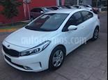 Foto venta Auto Seminuevo Kia Forte EX Aut (2017) color Blanco precio $207,000