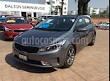 Foto venta Auto Seminuevo Kia Forte HB SX (2018) color Gris precio $315,000