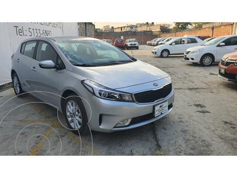 Kia Forte EX Aut usado (2017) color Plata precio $212,000