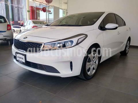 Kia Forte Sedan Version usado (2018) color Blanco precio $214,000