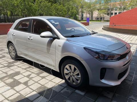 Kia Rio Hatchback LX usado (2018) color Plata precio $207,000