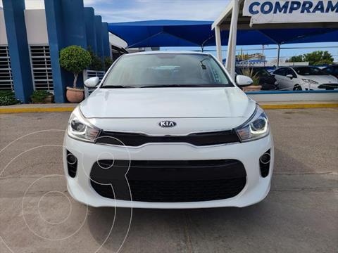 Kia Rio Hatchback EX Aut usado (2018) color Blanco precio $220,000