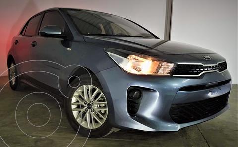 foto Kia Rio Hatchback LX usado (2020) color Gris Urbano precio $239,999