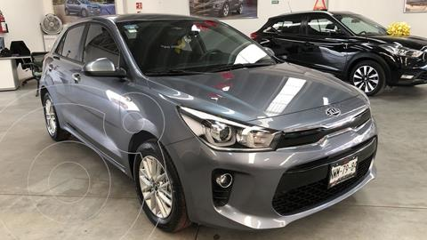 Kia Rio Hatchback EX Pack Aut usado (2020) color Gris Urbano precio $279,000