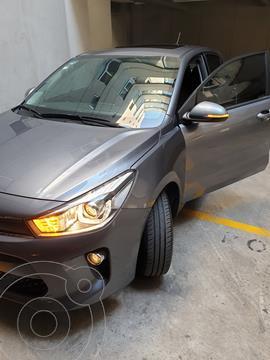 Kia Rio Hatchback EX usado (2018) color Gris Urbano precio $225,000