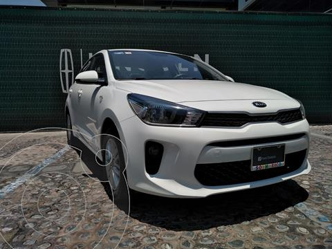 Kia Rio Sedan LX Aut usado (2018) color Blanco financiado en mensualidades(enganche $80,500 mensualidades desde $5,342)