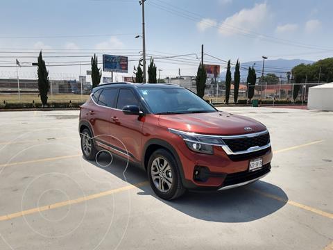Kia Seltos EX Pack usado (2021) color Rojo Cobrizo precio $404,600