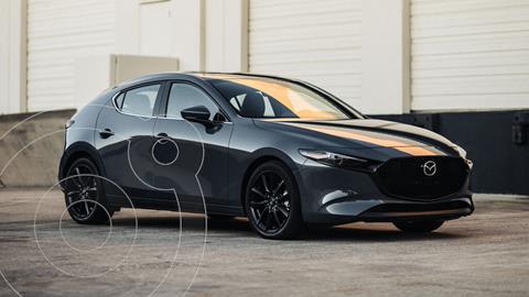 Mazda 3 Hatchback Signature  nuevo color Gris Metalico precio $530,900