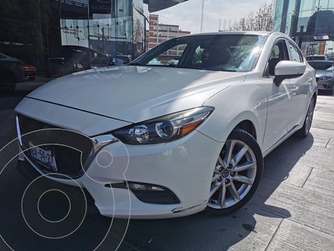 Mazda 3 Sedan i Touring usado (2017) color Blanco Perla precio $250,000