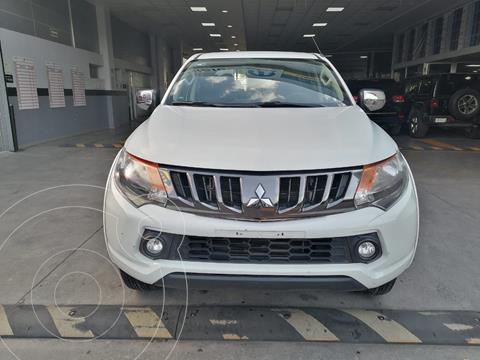Mitsubishi L200 4x2 2.4L Cabina Doble usado (2018) color Blanco precio $315,000