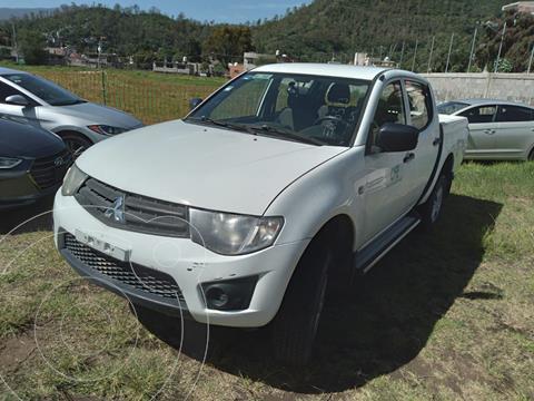 Mitsubishi L200 4x2 2.4L Cabina Doble usado (2015) color Blanco precio $230,000