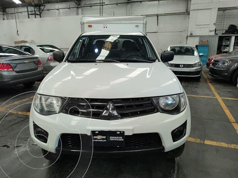 Mitsubishi L200 4x2 2.4L Cabina Doble usado (2015) color Blanco precio $235,900