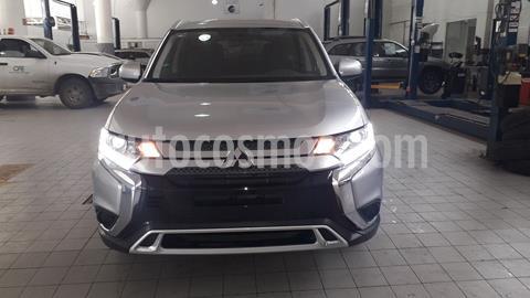 Mitsubishi Outlander 2.4L ES usado (2019) color Plata Dorado precio $385,000