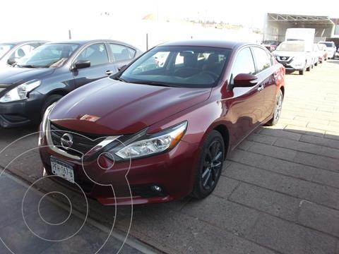 Nissan Altima Sense usado (2017) color Rojo precio $238,000
