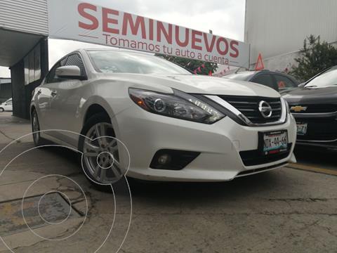 Nissan Altima Exclusive usado (2017) color Blanco precio $369,800
