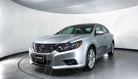 Nissan Altima Exclusive usado (2017) color Plata precio $282,999