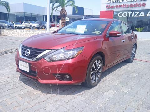 Nissan Altima Sense usado (2017) color Rojo precio $230,000