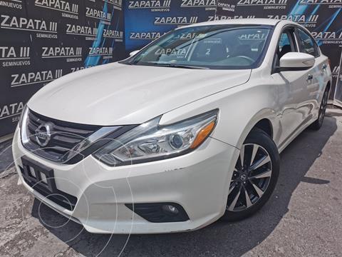 Nissan Altima Sense usado (2017) color Blanco precio $240,000