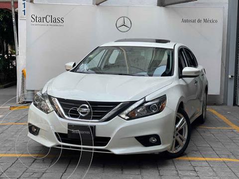 Nissan Altima Exclusive usado (2017) color Blanco precio $315,000
