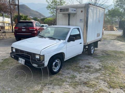 Nissan Estacas Largo TM5 usado (2002) color Blanco precio $99,000
