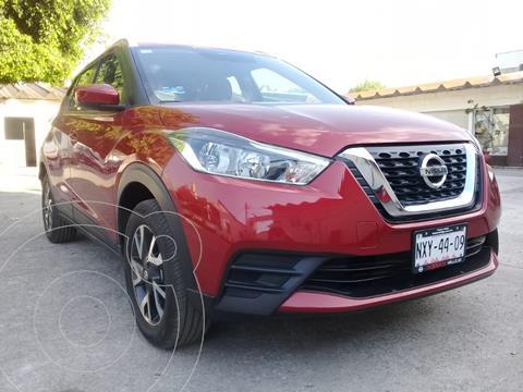 Nissan Kicks Sense usado (2020) color Rojo Metalizado precio $299,800