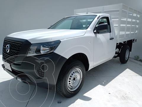 Nissan NP300 2.5L Estacas Dh usado (2021) color Blanco precio $385,000