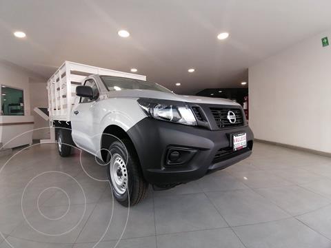 Nissan NP300 2.4L Estacas Dh  Paquete de Seguridad usado (2020) color Plata precio $339,800