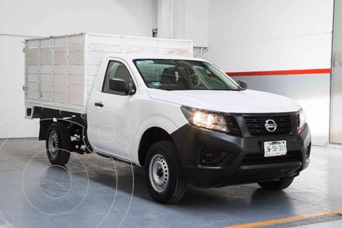 Nissan NP300 2.5L Estacas Dh usado (2020) color Blanco precio $359,900