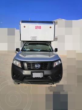 Nissan NP300 2.4L Chasis  usado (2018) color Plata precio $256,999