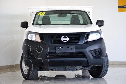 Nissan NP300 2.5L Estacas Dh usado (2018) color Blanco precio $310,000