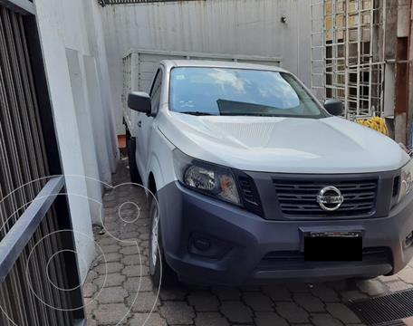 Nissan NP300 2.4L Chasis  usado (2018) color Plata precio $295,000