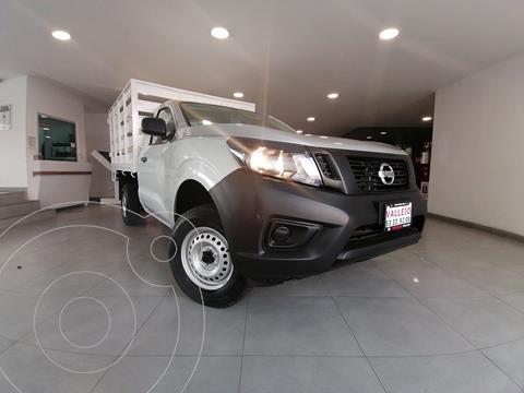 Nissan NP300 2.5L Estacas Dh A/A Paquete de Seguridad+VDC usado (2020) color Plata precio $329,800