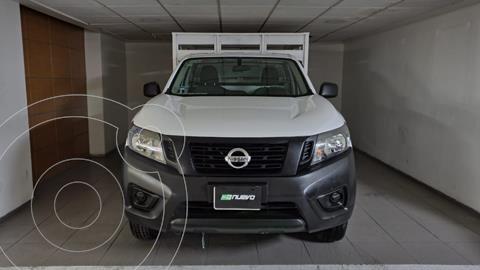 Nissan NP300 DH ESTACAS AC usado (2017) color Blanco precio $265,000