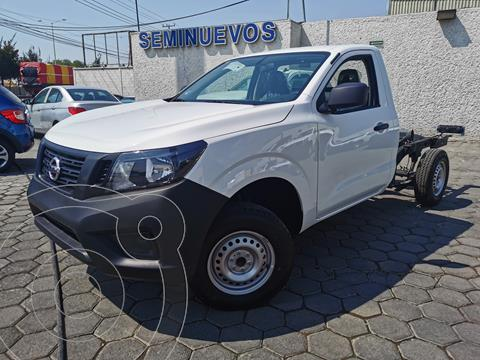 Nissan NP300 2.4L Chasis  usado (2020) color Blanco precio $340,000