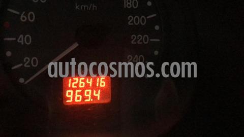 Nissan Platina Custom AC usado (2003) color Arena precio $40,000