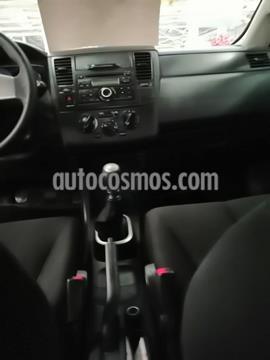 Nissan Tiida Sedan Sense usado (2015) color Gris Oxford precio $119,000
