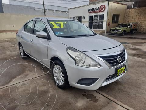 Nissan Versa Sense usado (2017) color Plata Dorado precio $185,000