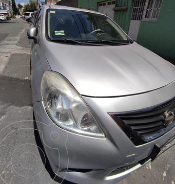 Nissan Versa Sense usado (2012) color Plata precio $100,000