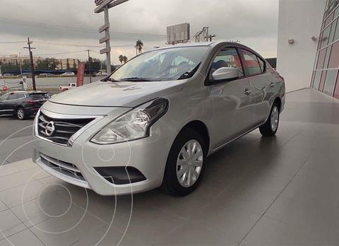 Nissan Versa Sense usado (2018) color Plata precio $190,000